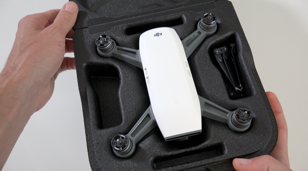 https://store-guides.djicdn.com/guides/wp-content/uploads/2017/05/DJI-Spark-unboxing-1024x571.png